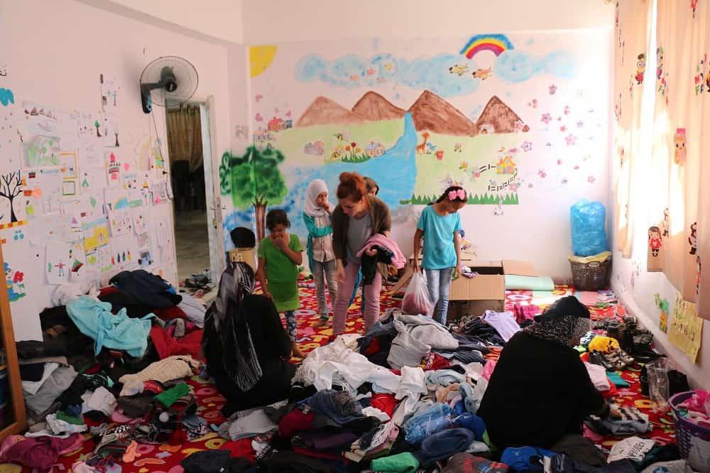 Vestiti nuovi per i bimbi siriani di Mafraq