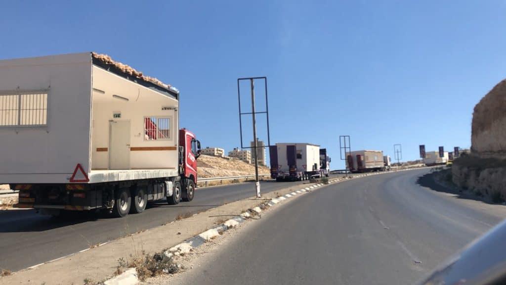 Israele prepara case mobili per i beduini di Khan al Ahmar